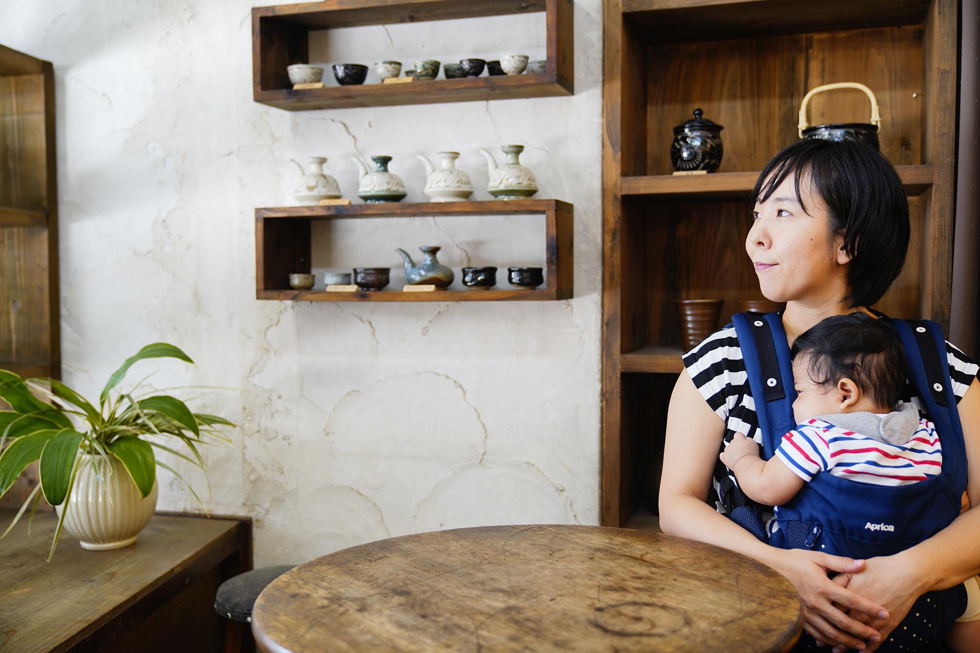 「壺屋焼窯元 育陶園」高江洲若菜さん / 那覇市壺屋 やちむん通り|このまちで生きる人 インタビュー