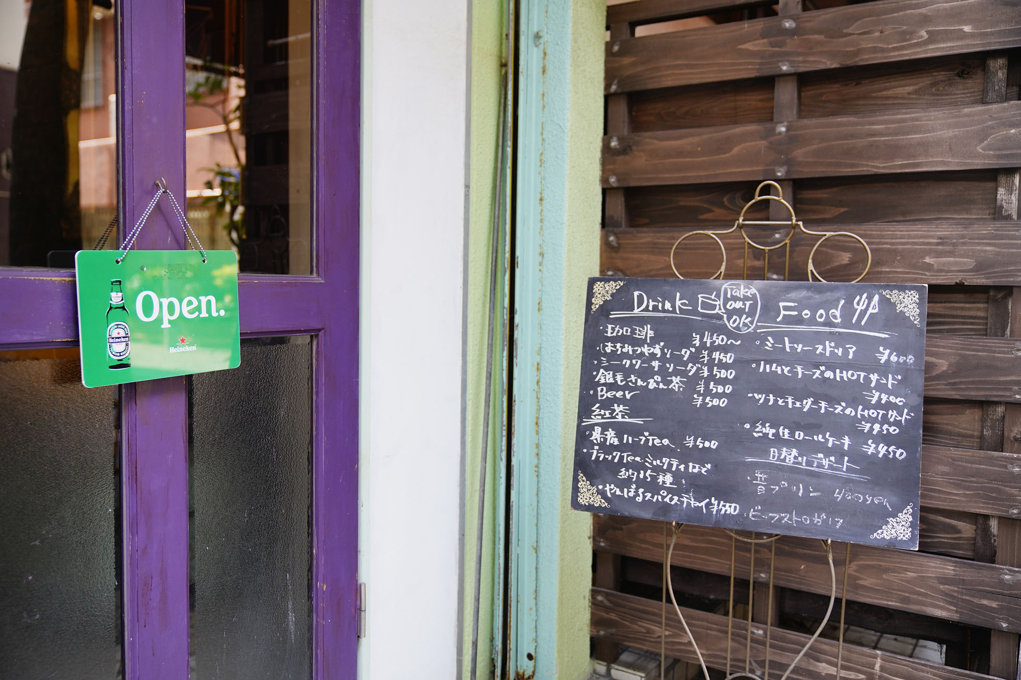 「Cafe プラヌラ」戌亥近江さん / 那覇市壺屋 浮島通り|このまちで生きる人 インタビュー