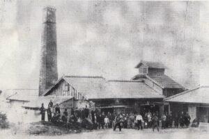 大規模な製糖工場は『お風呂屋さん』でもあった⁉ / 南城市 旧佐敷町新里(その2)新里公民館周辺|おきなわアーカイブ