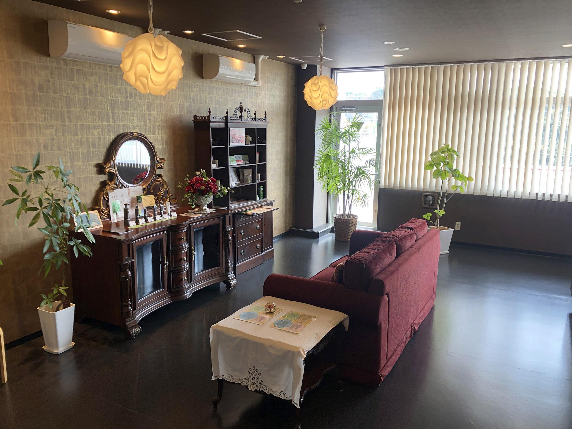 漢方足湯やフェイシャルエステで健康的に美しく♪「Naoko美と健康のサロン」| 浦添市経塚 / CELEBRATIONS maki | Beauty Studio