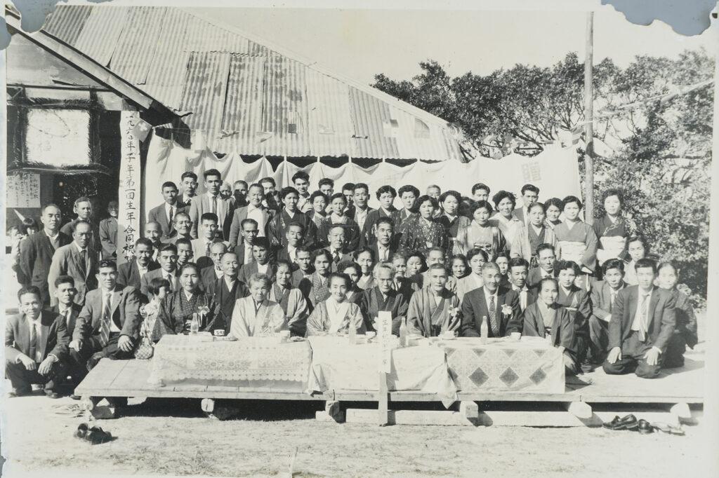かつては馬車軌道が走っていた安座真。公民館では多くの行事が行われた / 南城市 旧知念村安座真|おきなわアーカイブ