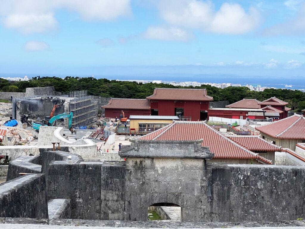 首里城の有料区域が再開され、焼失した正殿跡や首里城正殿遺構が公開された|那覇市首里