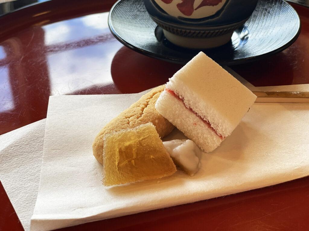首里城で伝統的な琉球菓子とさんぴん茶を楽しめる「呈茶サービス」が再開されたので行ってみた|那覇市首里|発見!まちまーい