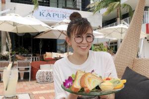 嘉数ゆりオススメ!景色も料理も最高!『WaGyu-Cafe KAPUKA』の『ステラのレインボーブレッド』|北谷町字美浜